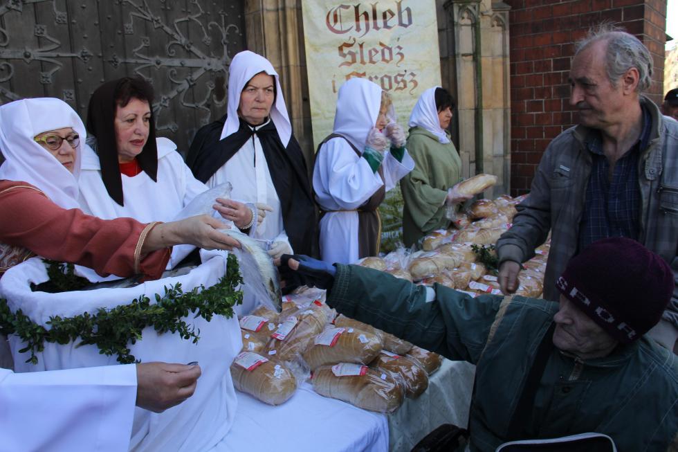 Jałmużniczy chleb, śledź igrosz. Legnicka tradycja, jedyna wkraju