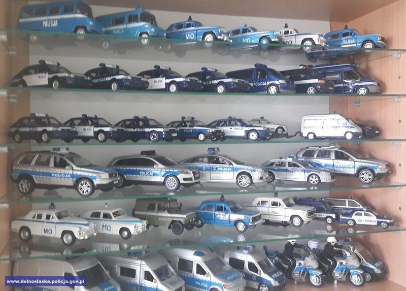 Od kilkunastu lat kolekcjonuje policyjne pojazdy, a na co dzień sam jest policjantem