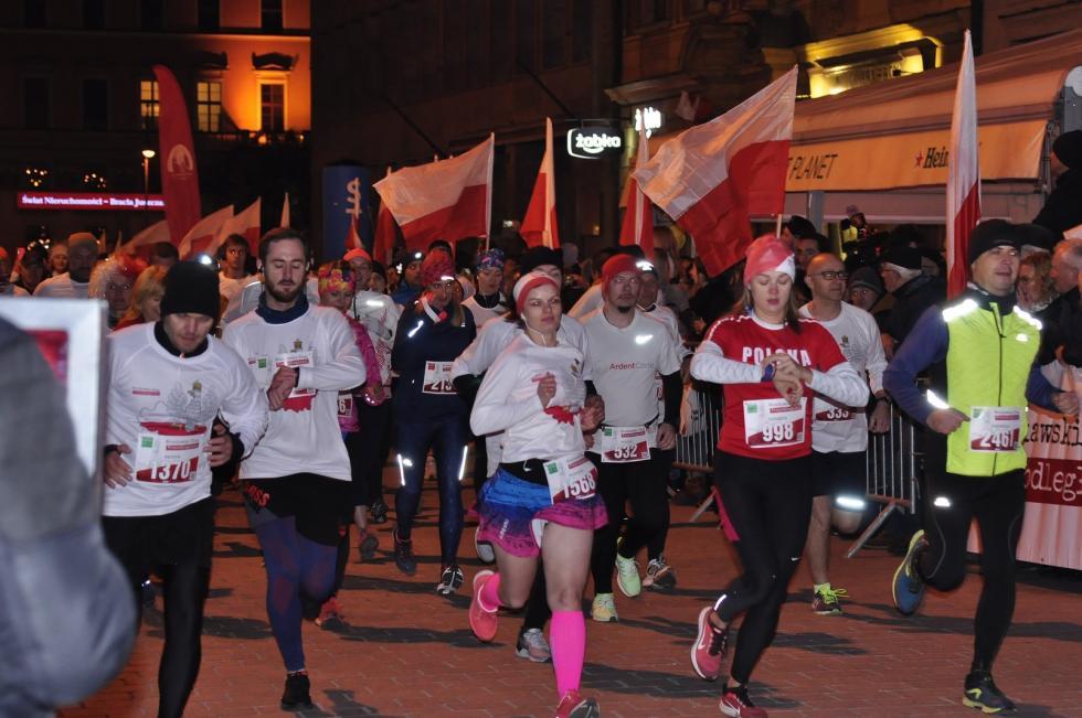 2636 osób na starcie Wrocławskiego Biegu Niepodległości, Polak iPolka na podium