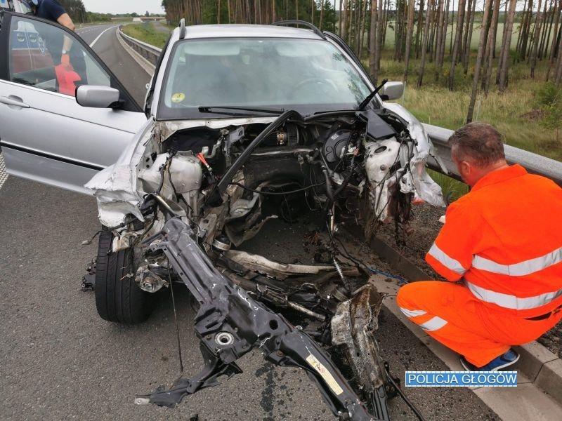Kierowca złamał dożywotni zakaz prowadzenia pojazdów. Zjego auta wypadł silnik...